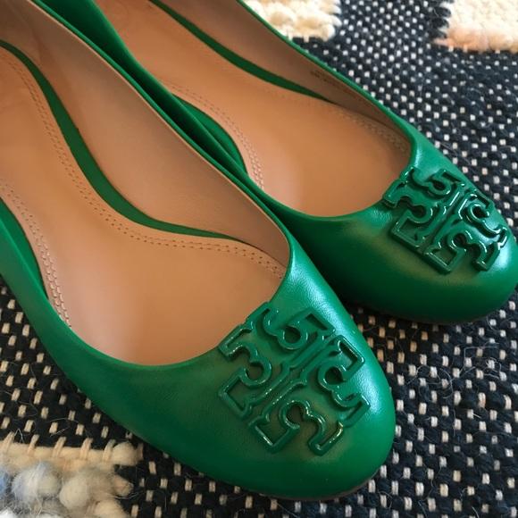 0e980afca Emerald green Tory Burch flats. M 5b9442e2bb761528e8d62e2a